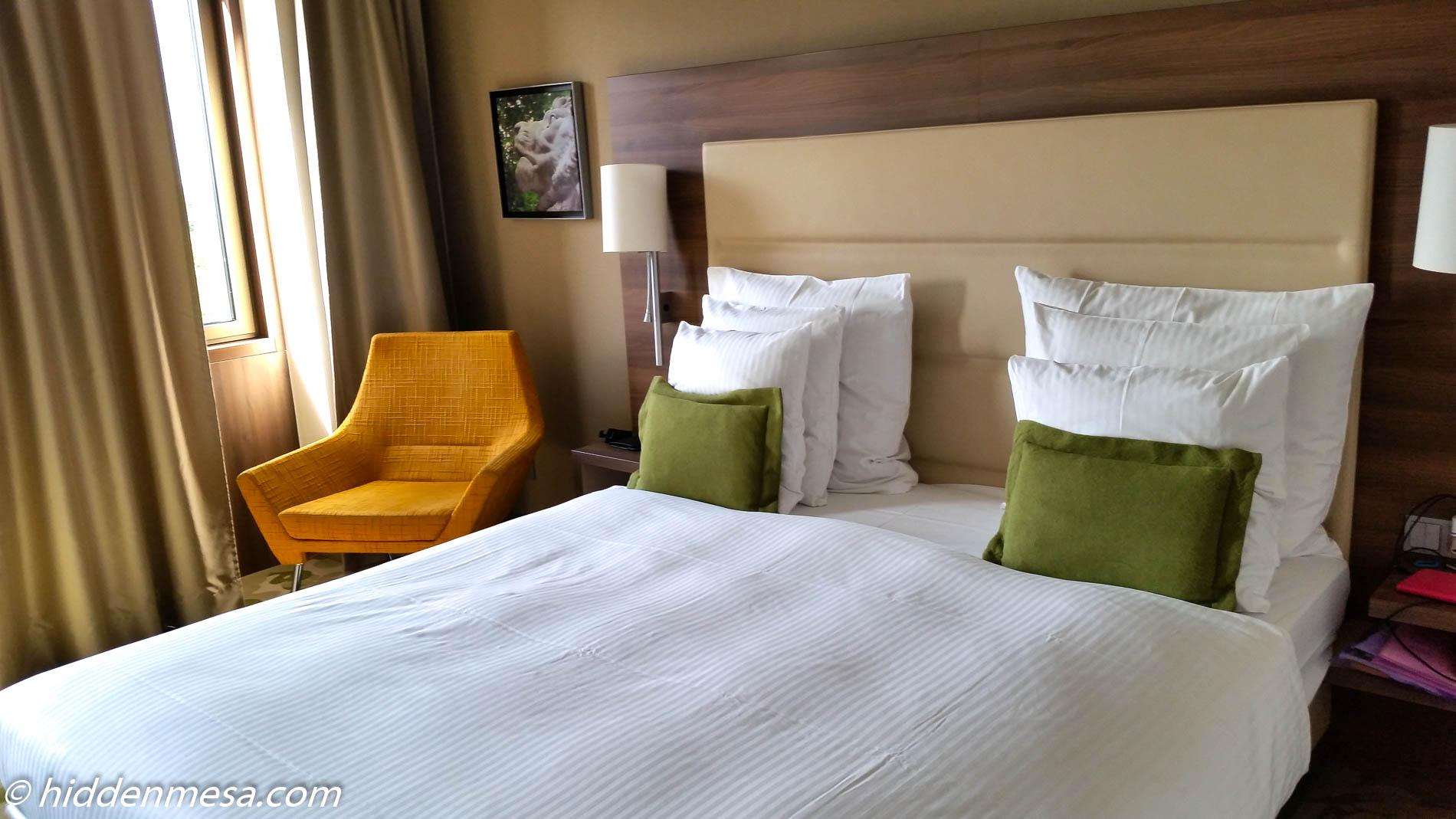 Room at the Melia Dusseldorf