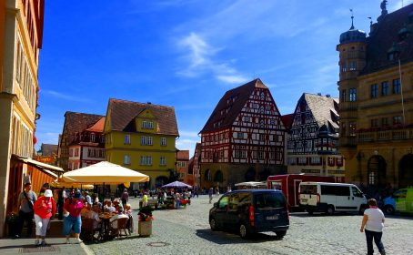 Town square in old town, Rotherburg ob der Tauber. Image by Bonnie Fink