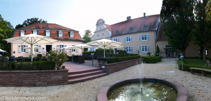 Entrance to Hotel Jagdschloss Kranichstein